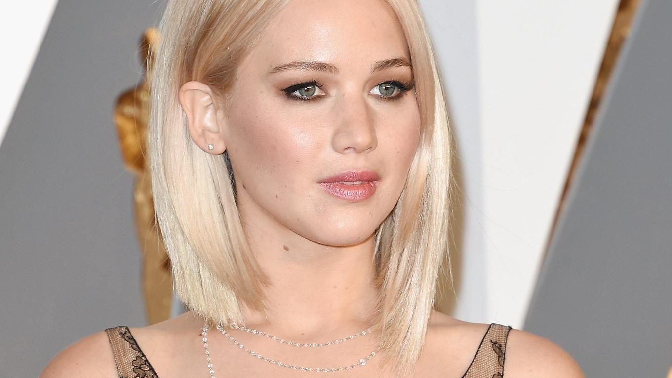 Onko tässä illan rohkein asu? Jennifer Lawrencella läpinäkyvä gaalatyyli - Viihde - MTV.fi