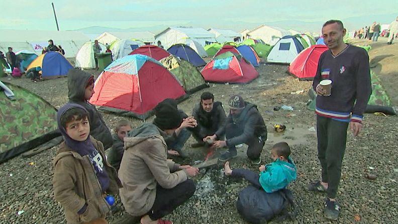 Idomeni pakolaiset Makedonian raja