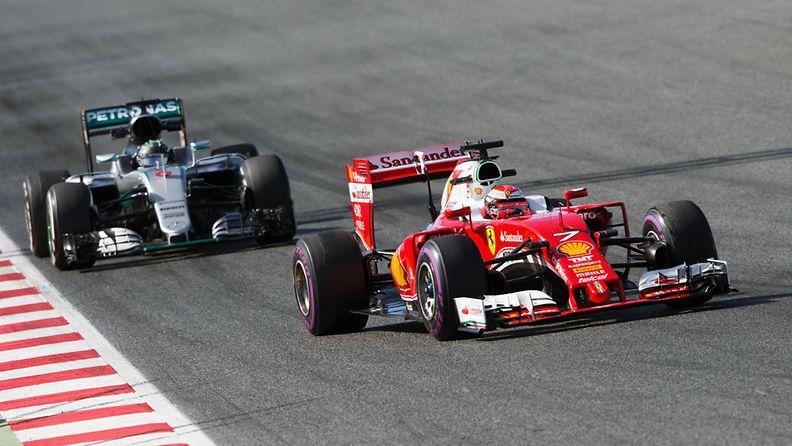 Nico Rosberg perässään Sebastian Vettel