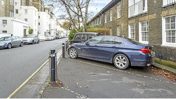Hyde Park Gardens parking HR