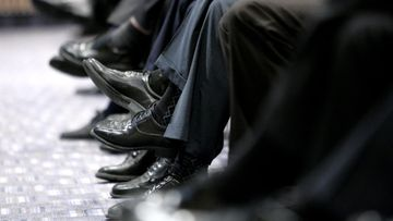 miesten jalat