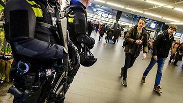 Turvatoimia Brysselin iskujen takia on nostettu myös ympäri Eurooppaa. Kuvassa