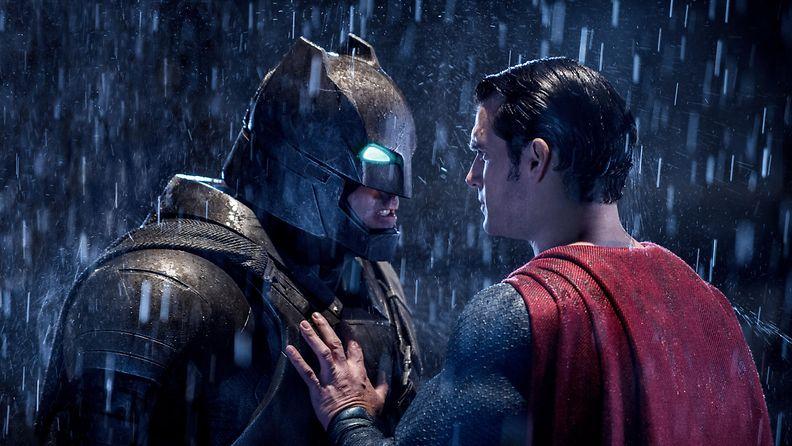 Batman v Superman Ben Affleck Henry Cavill 2016 2