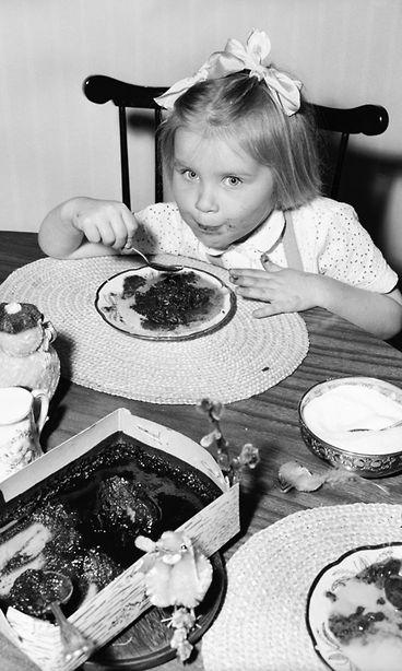 Lukijat kertovat entisajan pääsiäisistä: Söimme kylmää ruokaa hiljaisuuden vallitessa - Studio55.fi