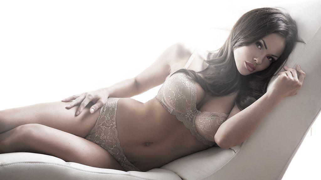kaunis alaston nainen Vantaa