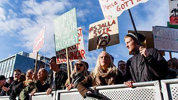 Islanti mielenosoitus
