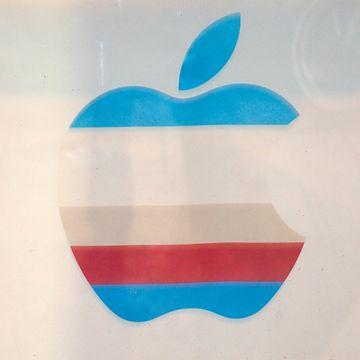 Apple käytti sateenkaarilogoa 1977-1998.