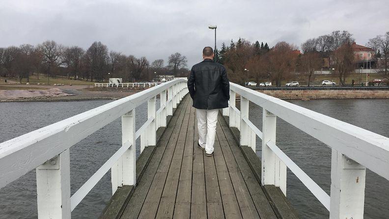 Toni Mäkinen