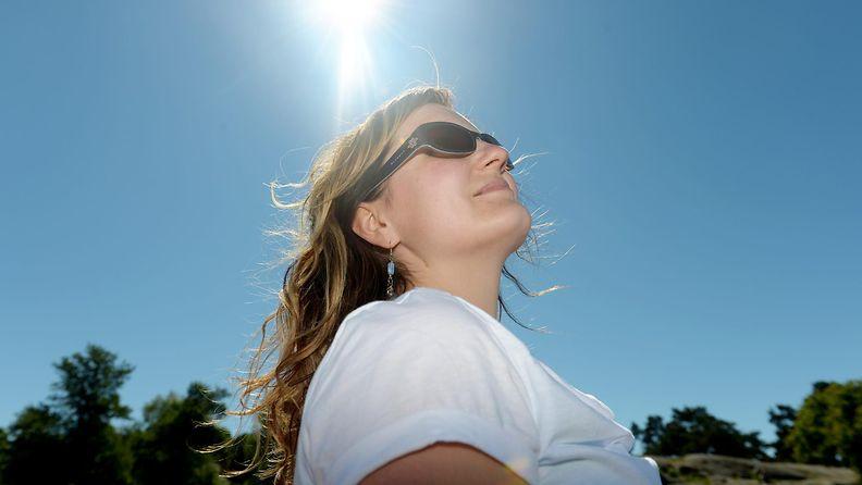nainen_auringossa
