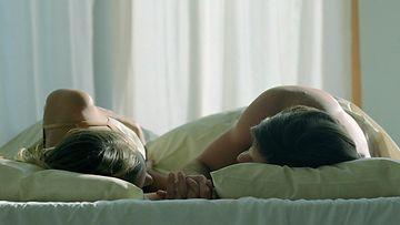 pari_sängyssä