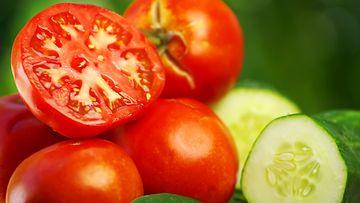COLOURBOX_tomaatti