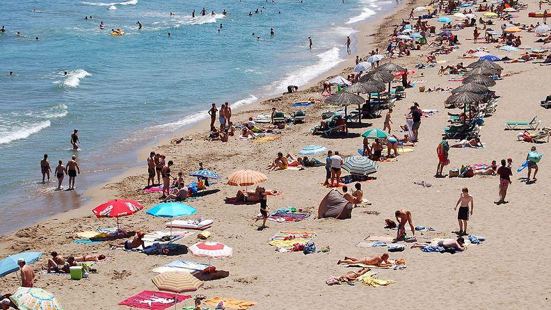 turisteja_rannalla