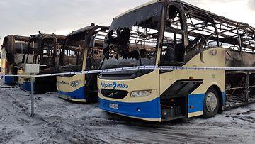 Kuvat: Bussit roihusivat Vantaalla - yli 10 autoa tuhoutui tai vaurioitui - Rikos - Uutiset - MTV.fi