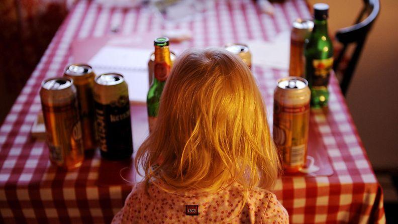 Millaista on kasvaa alkoholistiperheessä? Suomalaiset kertovat.