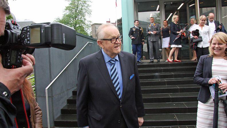 Martti Ahtisaari USA:n suurlähetystön itsenäisyyspäiväjuhlissa 16.6.2016