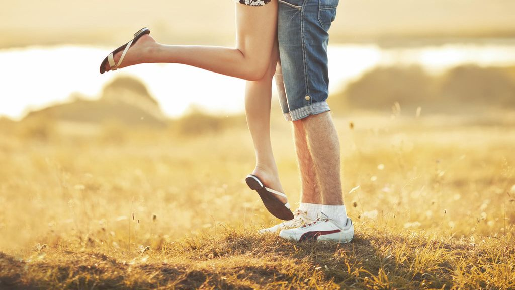 Kuinka kauan sinun pitäisi seurustella ennen siirtymistä yhdessä