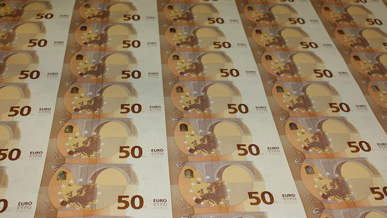 Production-of-the-new-50-banknote