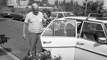 Niki Laudan vanhemmat menossa sairaalaan 1976