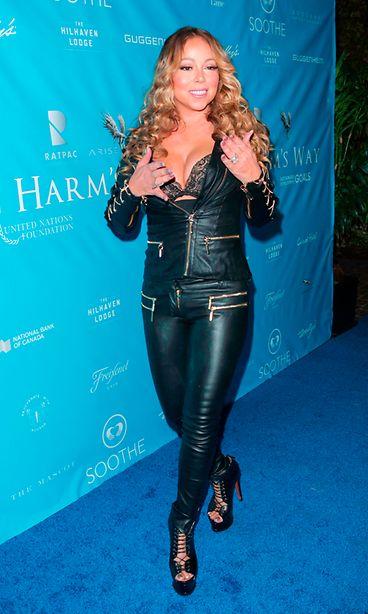 Mariah Carey KK sivu. Laulajatar yhdisti ennakkoluulottomasti  moottoripyörätyyliä ja naisellisia 02b43b723f