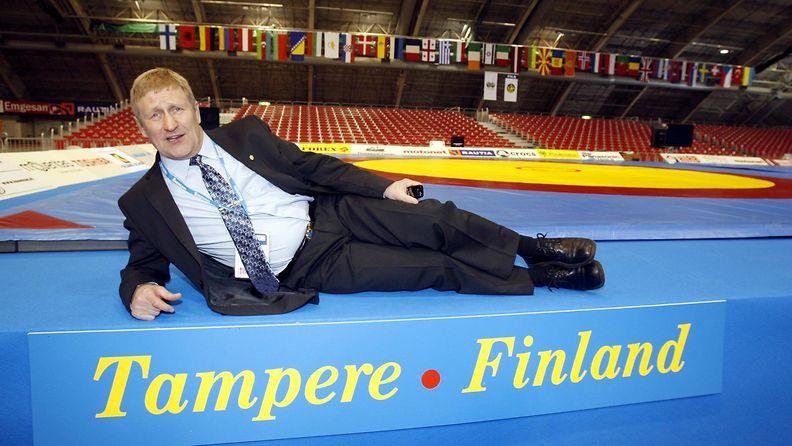 Pertti Ukkola otti tuntumaa kisojen molskeihin Tampereen messukeskuksessa 2008