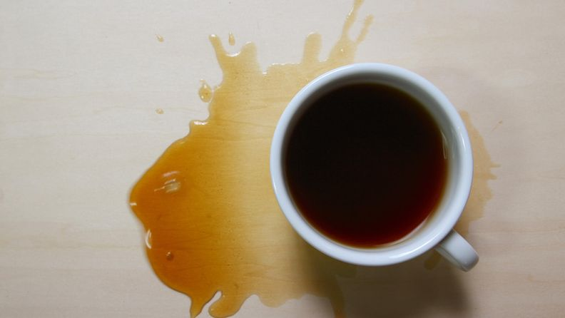 Läikkynyt kahvi