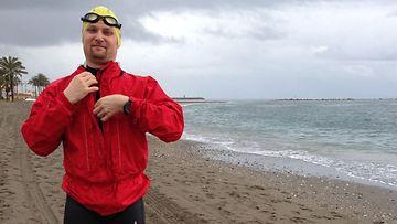 Tuomas Kaario aloittamassa harjoitusta Malagassa, lähellä Gibraltaria_Kuva_Päivi Pälvimäki