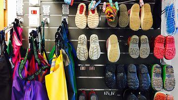 kenkiä ja takkeja päiväkodissa