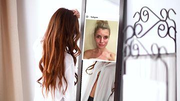 nainen peili