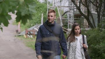 Mikko ja Heidi saapuvat Suomenlinnaan