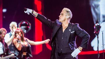 Robbie Williams lavalla Bråvalla-festivaaleilla Norrköpingissä 26.6.2015