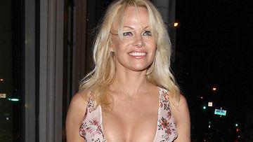 Pamela Anderson 6.11.2016 4