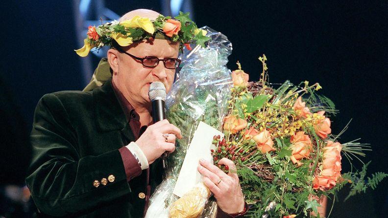 Juice Leskinen 50-vuotisjuhlakonsertissa Tampere-talossa 23.2.2000