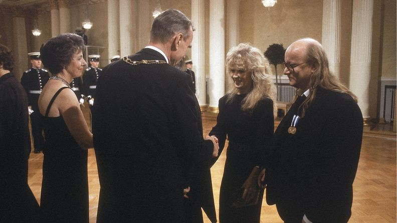Juice Leskinen Tarja-vaimoineen Mauno ja Tellervo Koivisto Linnan juhlissa 6.12.1986 3