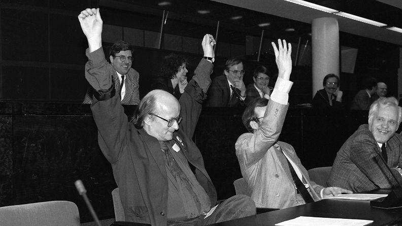 Juice Leskinen eduskunnassa 20.3.1990