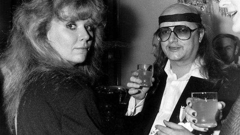 Juice Leskinen Tarja-vaimoineen Linnan juhlissa 6.12.1986 2