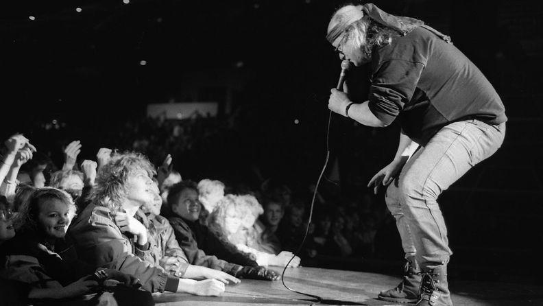 Juice Leskinen itsenäisyyspäivän juhlissa Helsingin Jäähallissa 6.12.1986 1