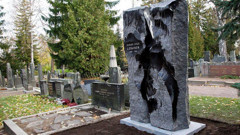 Juice Leskinen hautamuistomerkki Kalevankankaan hautausmaalla Tampereella 18.10.2007 suunnittelija taiteilija Timo Hannunen