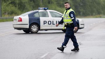 poliisi sulki tien 21998692