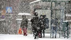 Pahin lumimyräkkä kiertääkin Suomen – ajokeli on silti etelässä petollisen huono