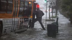 Kaliforniaa runnoo voimakas myrsky – CNN: Ainakin kaksi kuollut, toinen hukkunut autoonsa