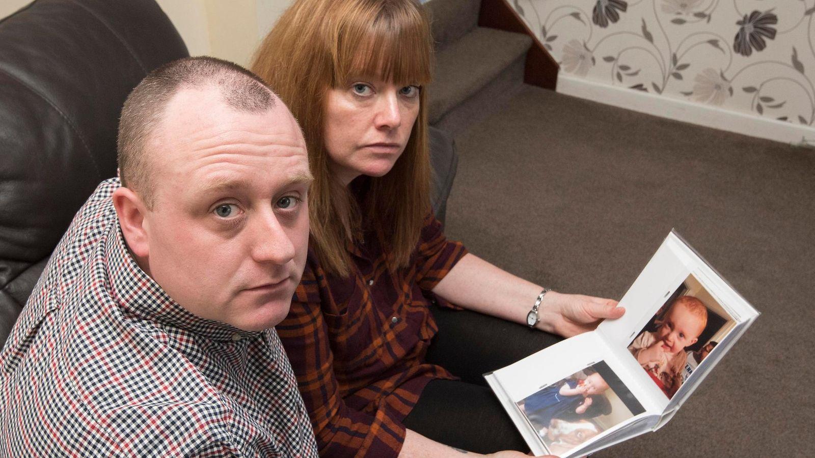 Vanhempien pahin painajainen: Brittipari menetti syntymättömät kaksosensa – ja vain vuosia sen ...