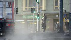 Lähes koko Suomi yskii katupölyssä, syynä raju hiekoitus ja leuto talvi – pian helpottaa