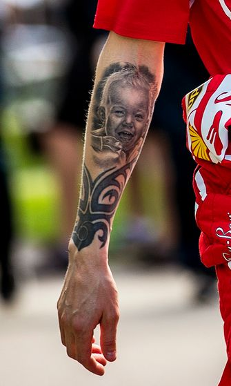 alaselkä tatuointi seuraa vailla