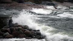 Kova tuuli katkonut sähköt kymmeniltätuhansilta – puuskat leviävät etelään