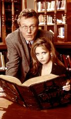 Sarah Michelle Gellar ja Anthony Head 1997 Buffy (1)