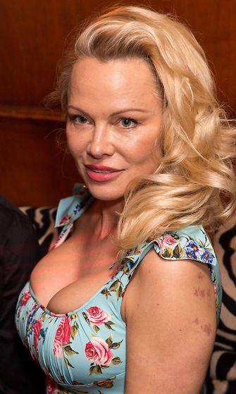 Pamela Anderson 3.4.2017 1