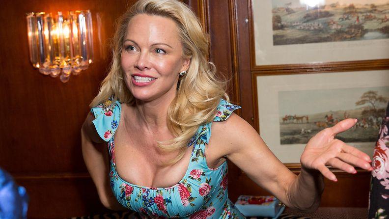 Pamela Anderson 3.4.2017 3