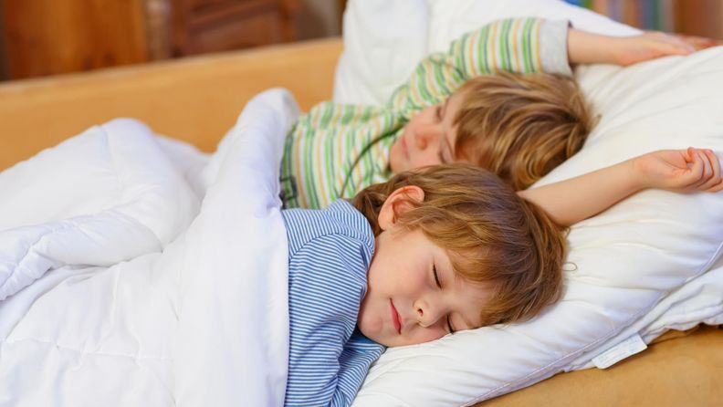 lapset, nukkuu