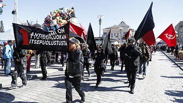 Antikapitalistisen blokki vappumarssilla Tampereella 1. toukokuuta 2017