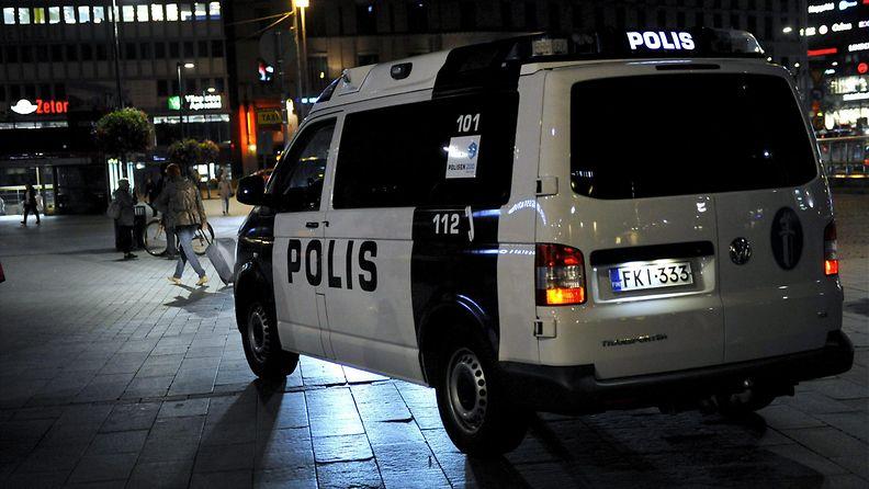 Poliisiauto poliisi auto helsinki asema-aukio talvi syksy kevät yö kuvitus